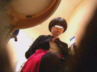 潜入!!女子化粧室盗撮~絶対見られた...